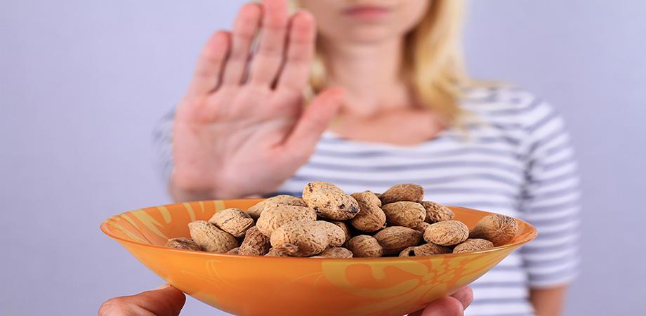 aliment - allergie alimentaire - réaction allergique - intolérance alimentaire - système immunitaire - oedeme de quincke - choc anaphylactique - allergologue - désensibilisation - lait de vache - arachide - fruits à coque