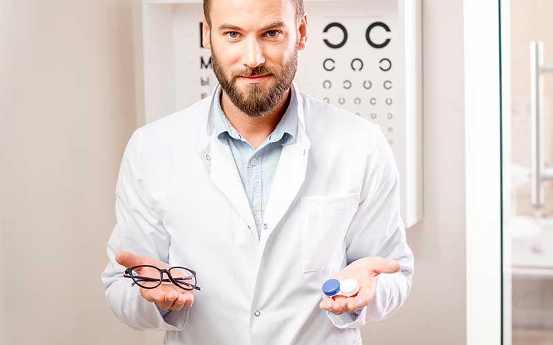 Opticien à votre écoute pour vos lunettes et lentilles