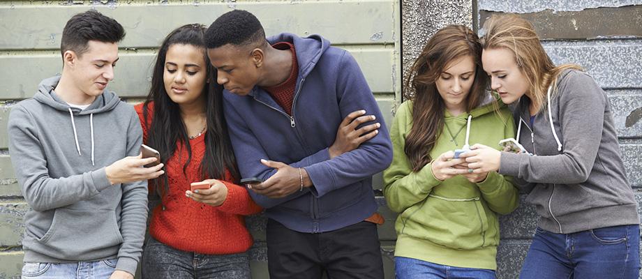 comprendre les sms et smileys des ados