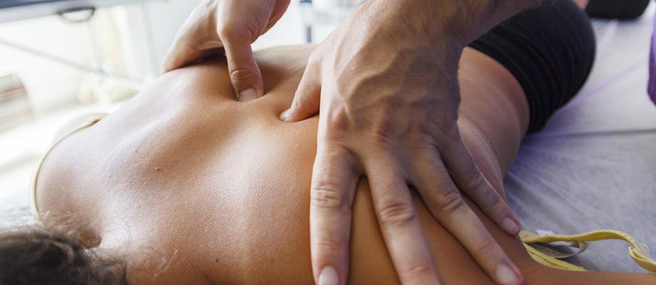 massages - massage indien - massage ayurvédique - massage japonais - shiatsu - massage californien - massage esalen - massage suedois - massage thaï - massage thailandais - techniques de massage - bienfaits massages - massage et santé