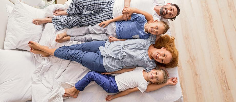slow parenting - En faire moins - Prévoir des journées off - Laisser son enfant s'ennuyer - etre parents différemment - comment en faire moins - se prévoir des journées off - mon enfant s'ennuie - prendre son temps - mieux vivre en famille