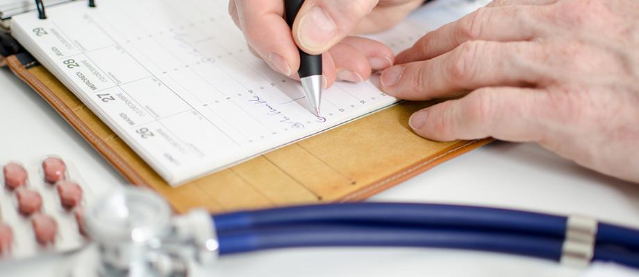 consulter un dentiste tous les ans - prendre rdv chez un ostéopathe - examen visuel - consulter un ophtalmo - suivi gynécologique - quand aller voir son gynecologue