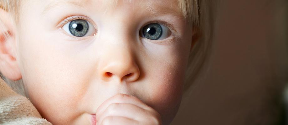 santé dentaire-avoir des manies-piercing sur la langue-boire dans le même verre-preter sa brosse à dents-faire gouter un plat-grignoter entre les repas-sante bucco-dentaire-ne pas se brosser les dents avant d'aller au lit-sucer son pouce-sucer la tétine