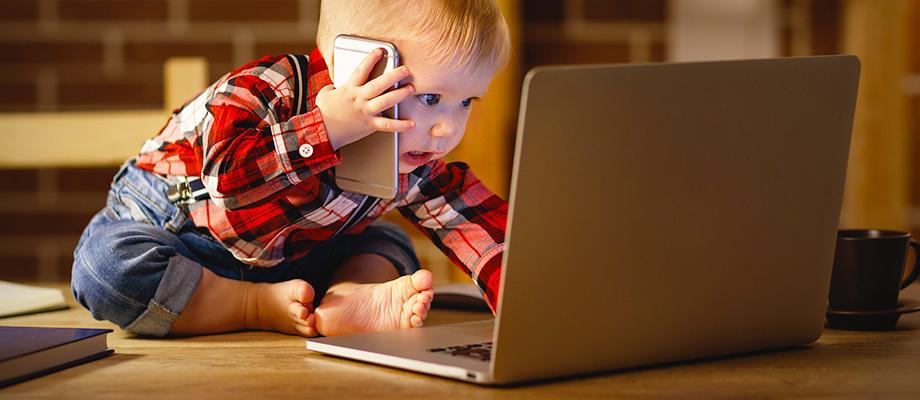 télévision et enfants - téléphone et enfants - tablette et enfants - ordinateur et enfants - quel âge pour utiliser un téléphone - usage des écrans - ecrans et enfants